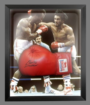 Roberto Duran Hand Signed Red Everlast Boxing Glove In A Dome Frame : A
