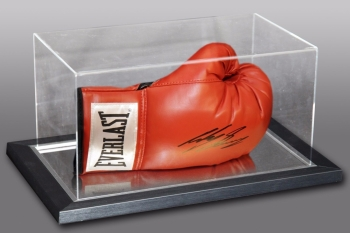 Ricky Burns Signed Red Everlast Boxing Glove In An Acrylic Case