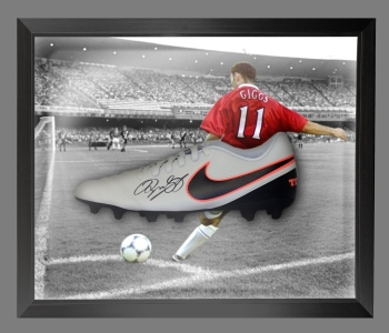 Ryan Giggs Signed Nike Football Boot in an Acrylic Dome Frame : A