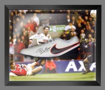 Ryan Giggs Signed Nike Football Boot in an Acrylic Dome Frame : B