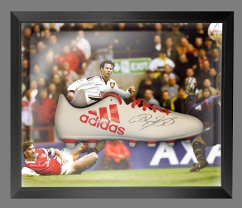 Ryan Giggs Signed Adidas Football Boot in an Acrylic Dome Frame : A