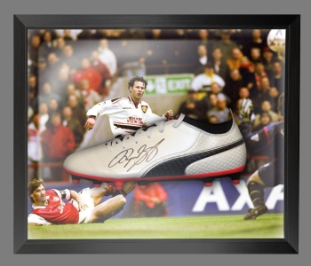 Ryan Giggs Signed Puma Football Boot in an Acrylic Dome Frame : B