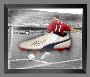 Ryan Giggs Signed Puma Football Boot in an Acrylic Dome Frame : A