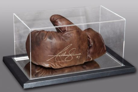 -new-anthony-joshua-signed-retro-vintage-leather-boxing-glove-in-an-acrylic