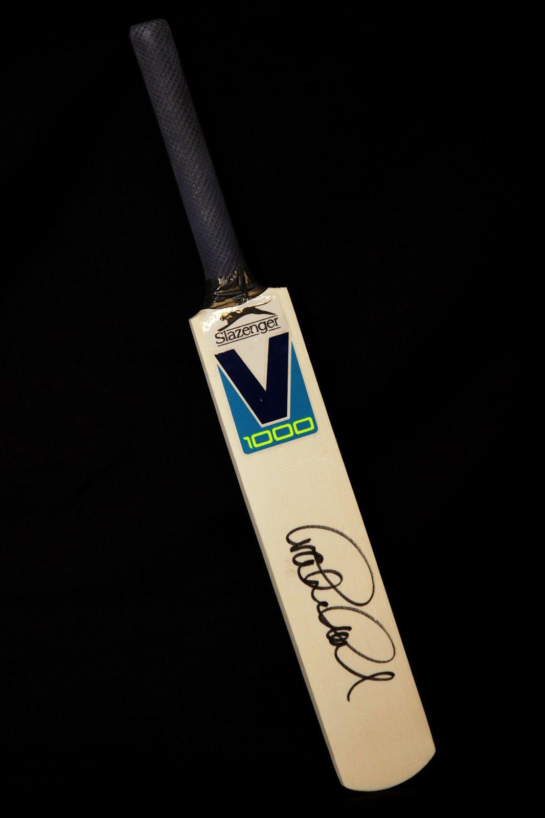Graham Gooch Signed Mini England Cricket Bat : B