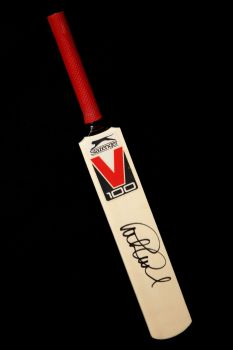 Graham Gooch Signed Mini England Cricket Bat : A