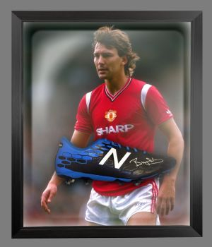 Bryan Robson Hand Signed Football Boot In An Acrylic Dome Frame : B
