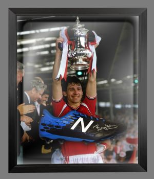 Bryan Robson Hand Signed Football Boot In An Acrylic Dome Frame : A