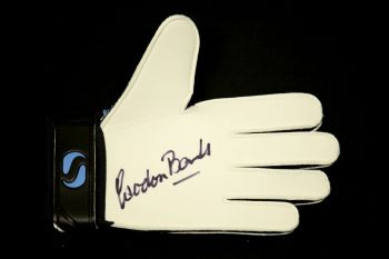 Gordon Banks Signed Goalkeepers Glove : A