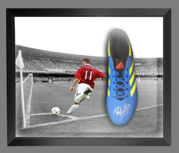 Ryan Giggs Hand Signed Football Boot Presented In A Dome Frame  : C