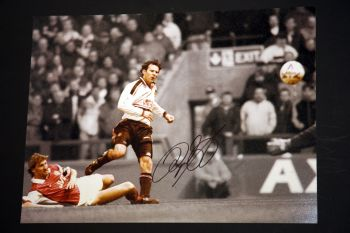 Ryan Giggs Hand Signed Manchester United Football 12x16 Photograph : B