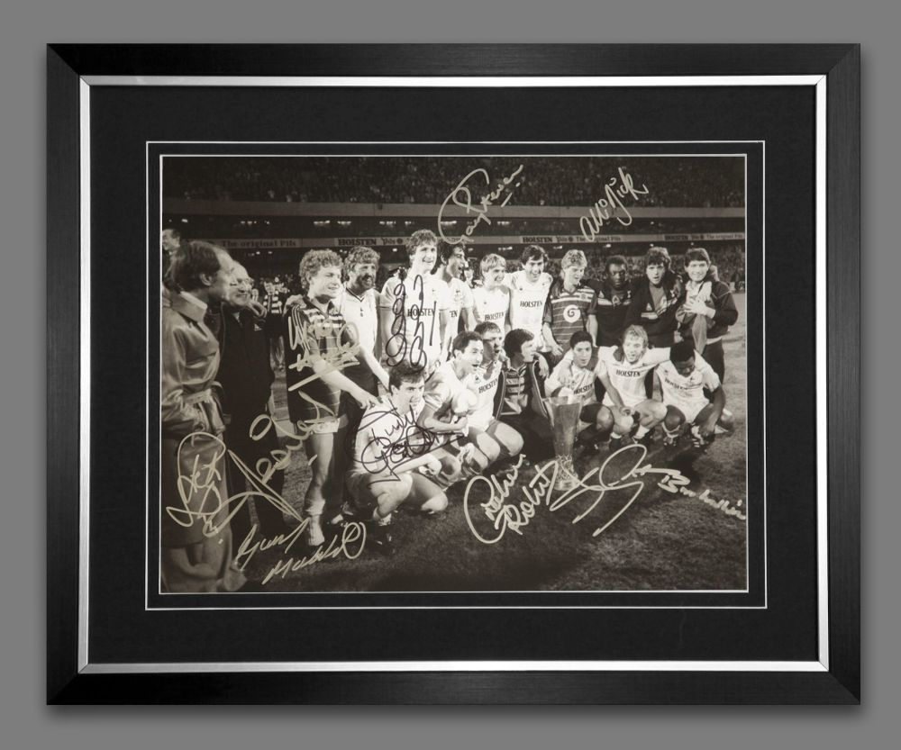 Tottenham Hotspur Team Of 1984 Framed Photograph Signed by 12 Players