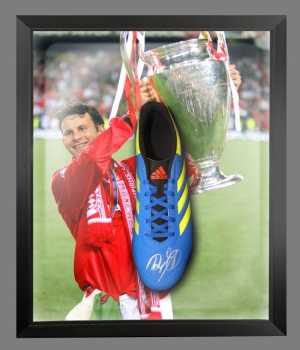 Ryan Giggs Hand Signed Football Boot Presented In A Dome: A