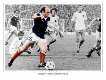 Archie Gemmill 10x8 Signed Scotland  Photograph : Private Signing Autograph  Pre Order.