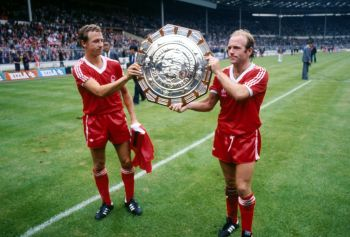 Archie Gemmill 10x8 Signed Nottingham Forest Photograph : Private Signing Autograph  Pre Order.