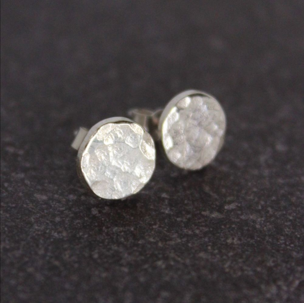 Hammered Silver Circle Stud (8mm)