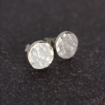 Hammered Circle Stud (7.5mm)