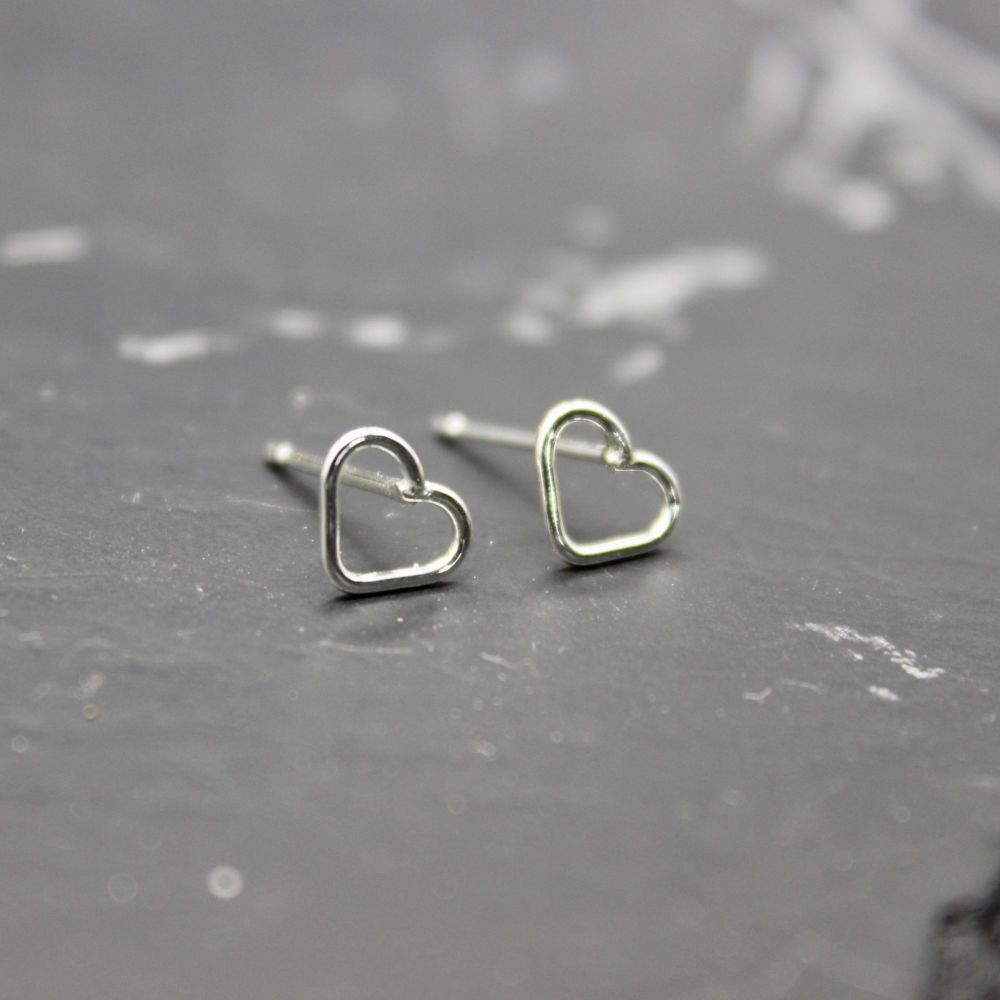 Tiny Heart Link Studs (6 mm)