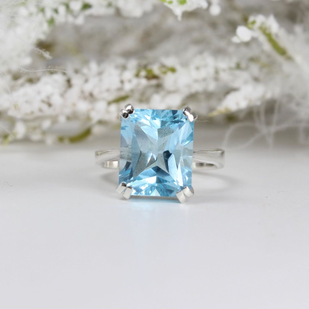 Sky Blue Topaz Octagon Faceted Stone Ring (12 x 10mm)