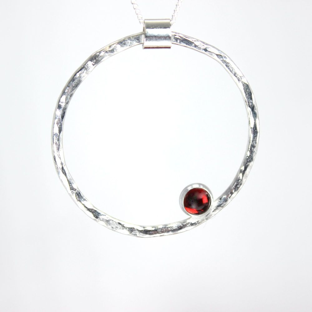 Hammered Circle Necklace (thin) with Garnet