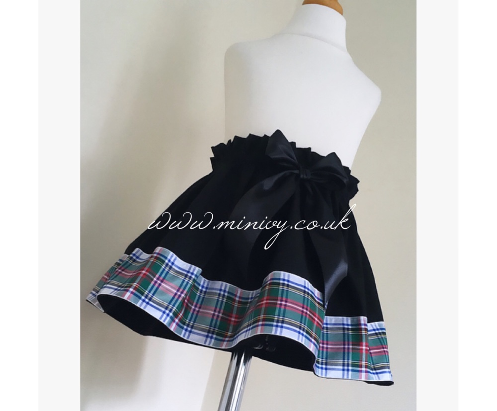 18/24M - BLACK/TARTAN TRIM SKIRT