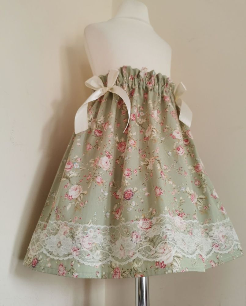 ELEGANT FLORAL LACEY SKIRT - ANTIQUE SAGE