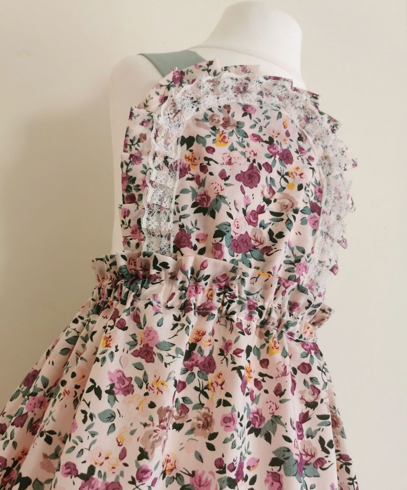 ARLA PINNY DRESS - ROSEY VINES/PEACH FLORAL