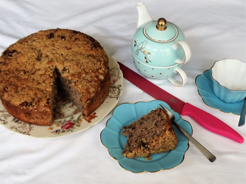 Banana and Pecan Cake with Pecan Crunch Topping
