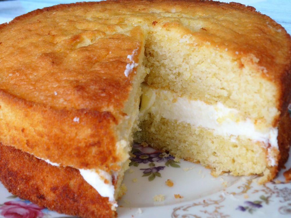 Lemon Sponge Cake With Lemon Buttercreeam