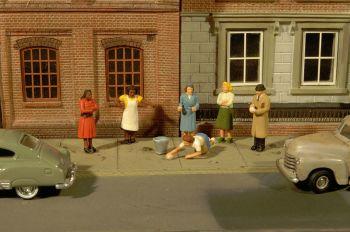 Sidewalk People - HO Scale