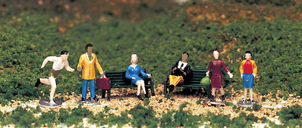 People at Leisure (HO Scale)