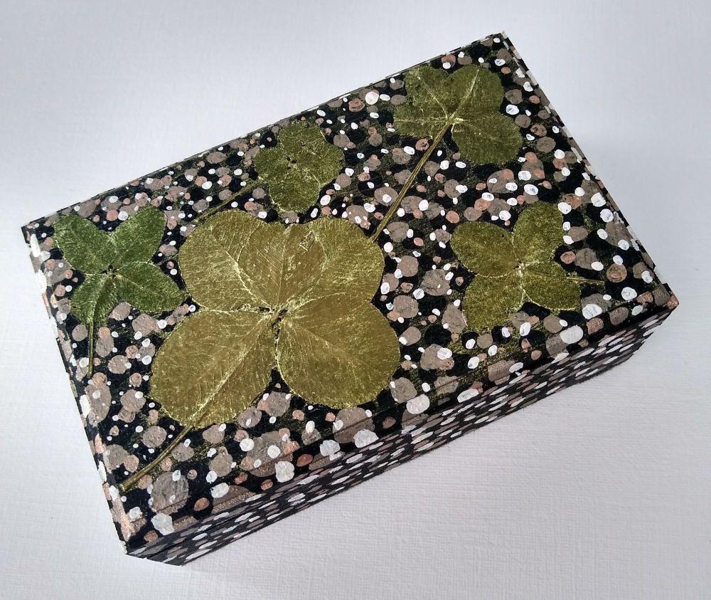 THE BLACK MERAKI LUCKY BOX