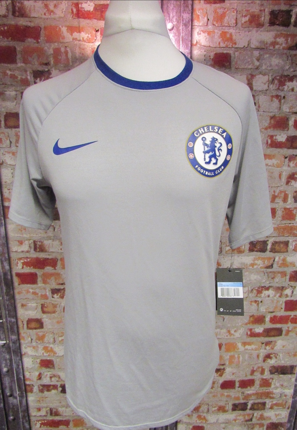 Nike Chelsea Retro Dry Match T-Shirt 2017/18 Grey and Blue