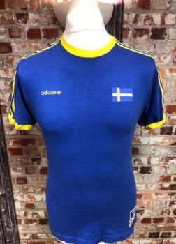 Vintage adidas Sweden Calafornia Style T-Shirt Size Small