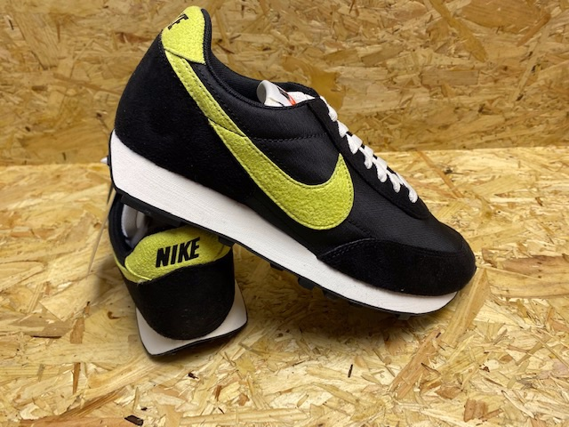 Nike Daybreak Faux Suede Trainers Black and Yellow Size 8
