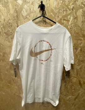 Nike Just Do It 2020 White and Gold Retro T-Shirt Size Medium
