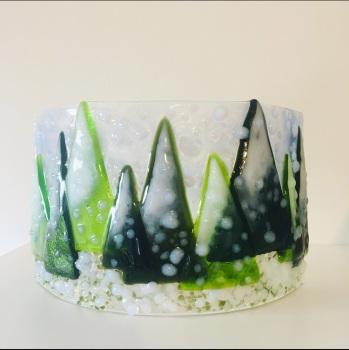 Snowy trees curve