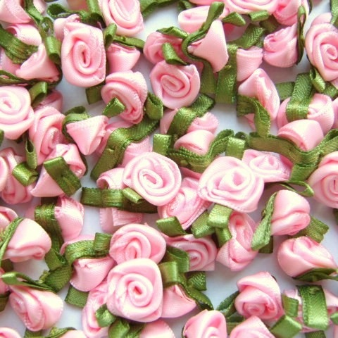 Mini Satin Ribbon Roses With Leaf 25mm - Light Pink