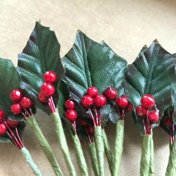 Holly & Berry Leaf Sprays - 12cm