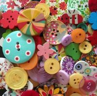 100 Assorted Wood & Acrylic Buttons - Mixed Colours & Sizes