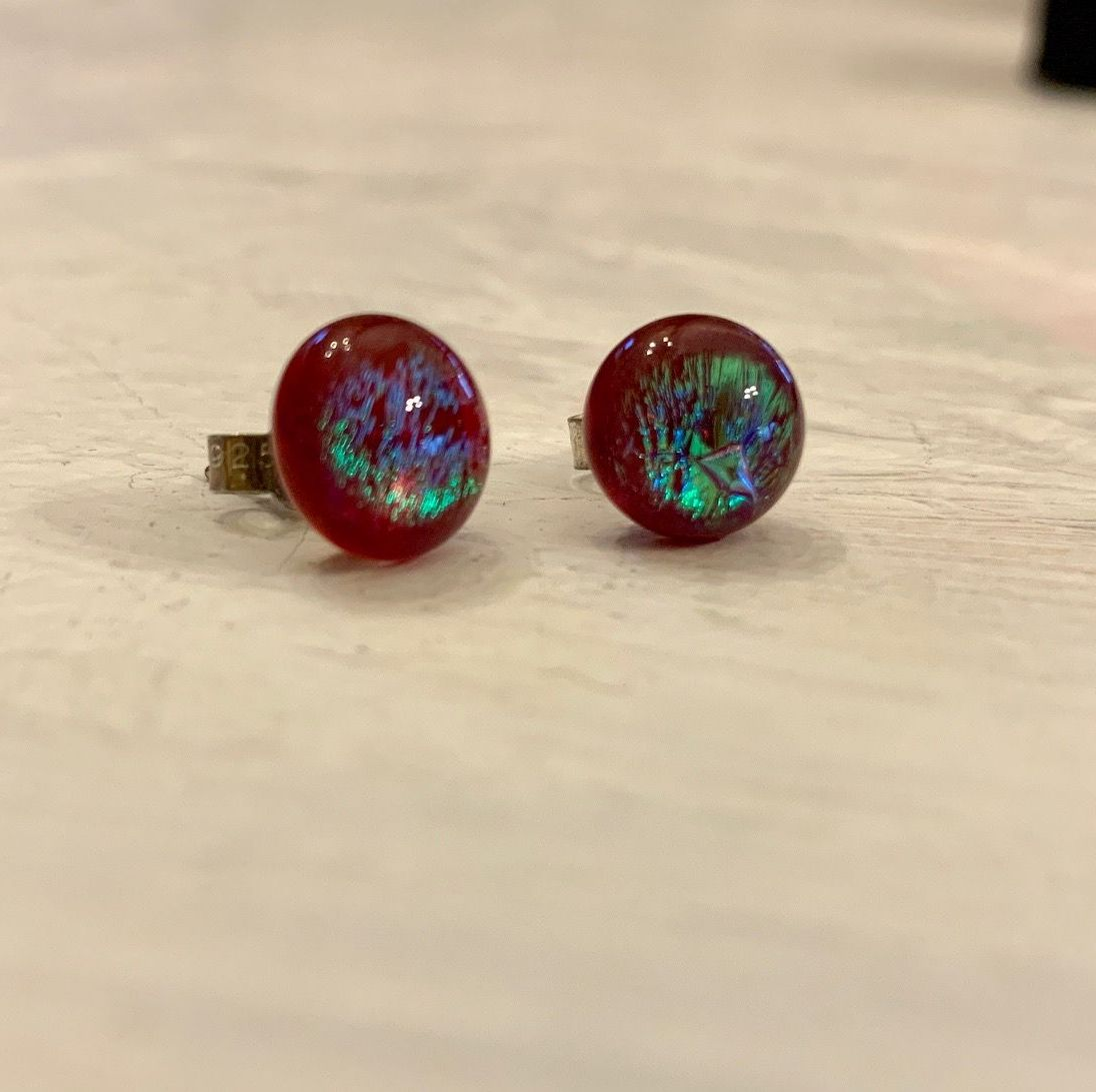 Tiny glass Stud earrings - Red sparkle gold