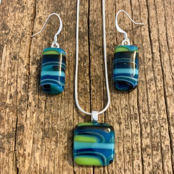 """'Lime  twist' Pendant and earrings set - parure ' Citron vert"""""""