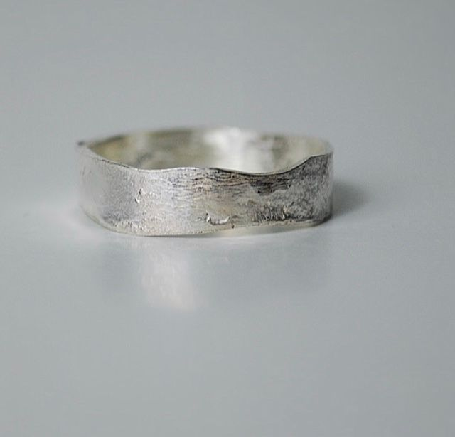 Lysa ring Handcrafted out of ecosilver by The Sylverling Workshop