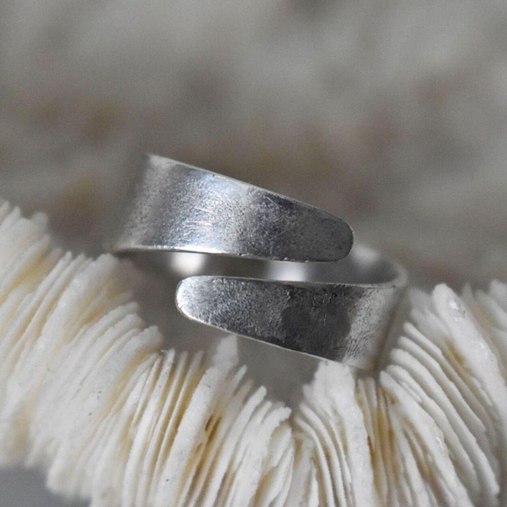 Birgit Adjustable Twist Ring