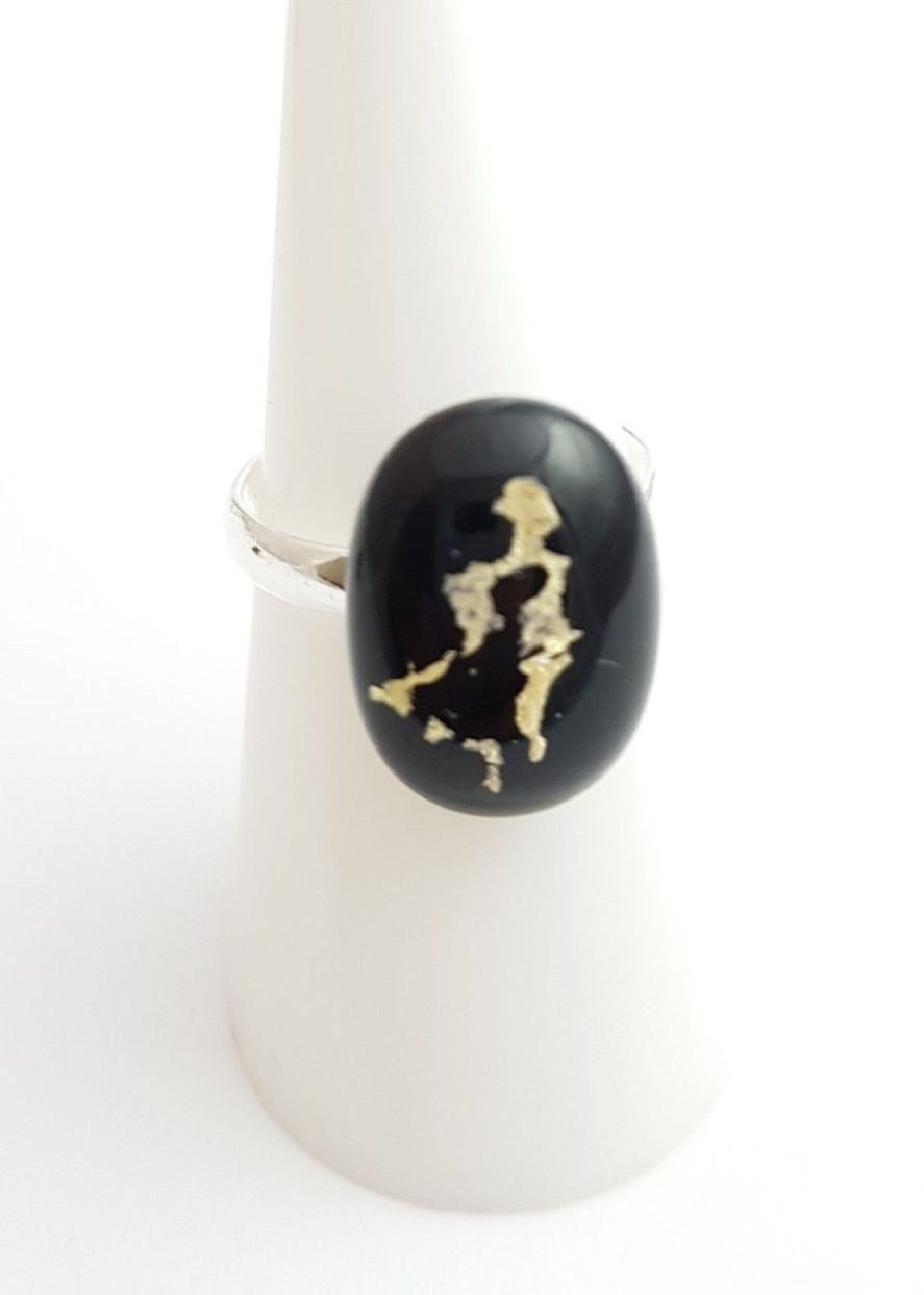 Mica - Black with gold mica ring