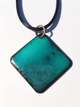 Teal and maroon red speckled necklace