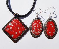 Poppy red and grey speckled earrings and pendant set