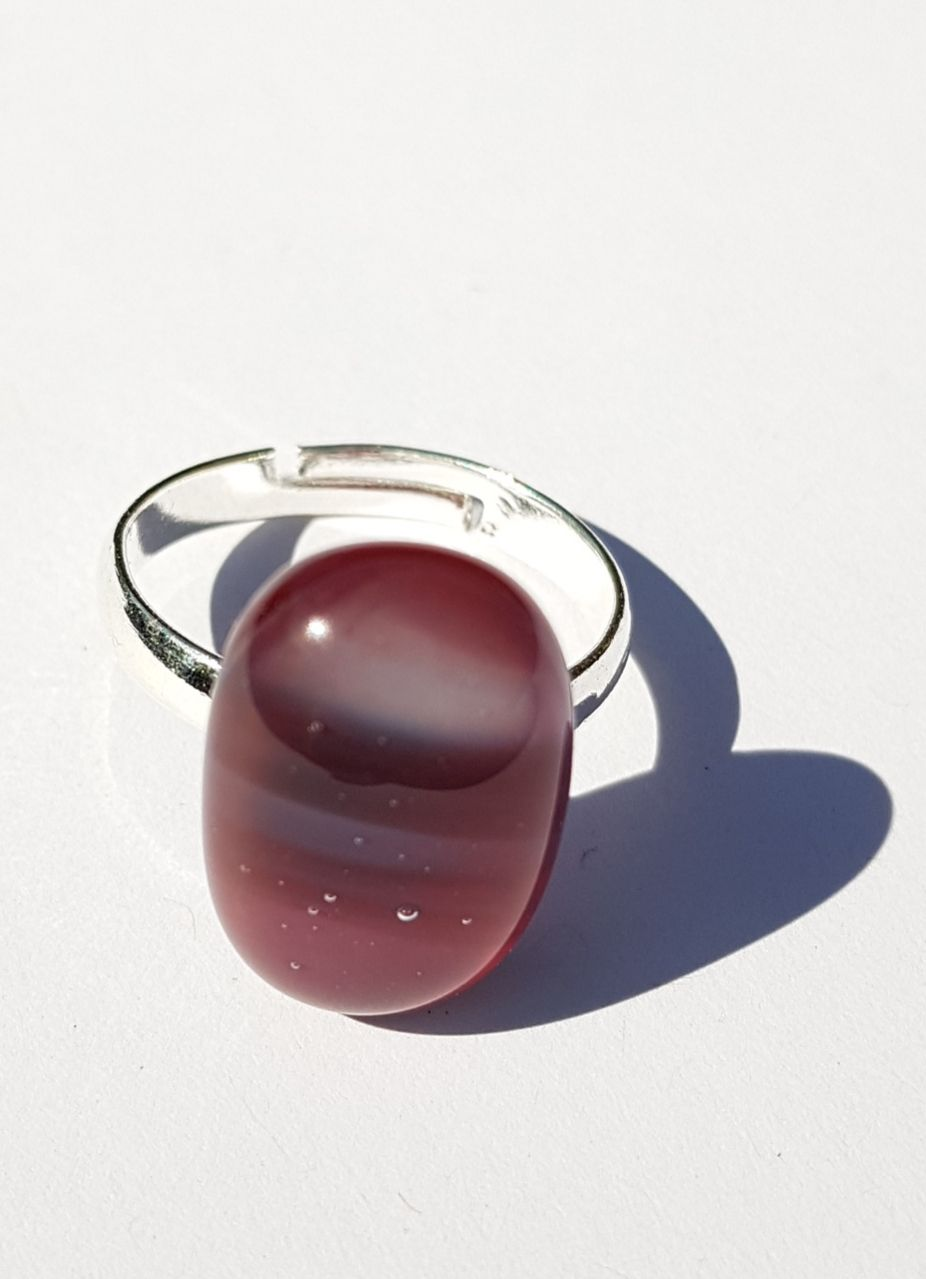 Swirly damson plum pink glass ring