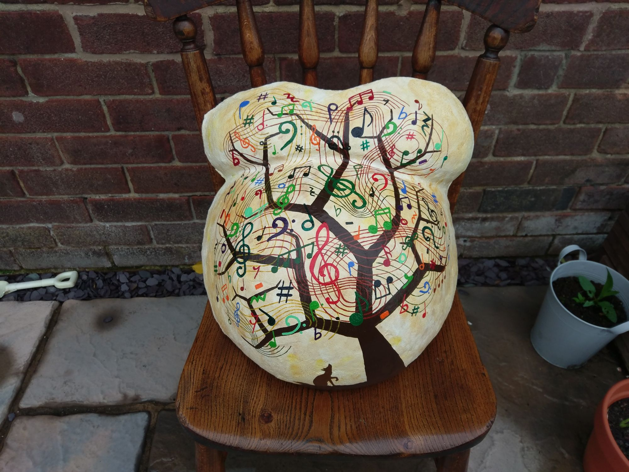 The finished cast on a chair. The tree is covered in musical notes, rests and clefs.