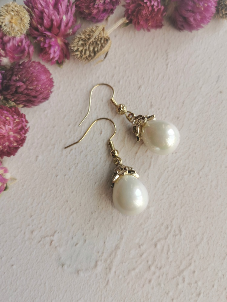 Mother of Pearl Elegant Mini Dropper Earrings